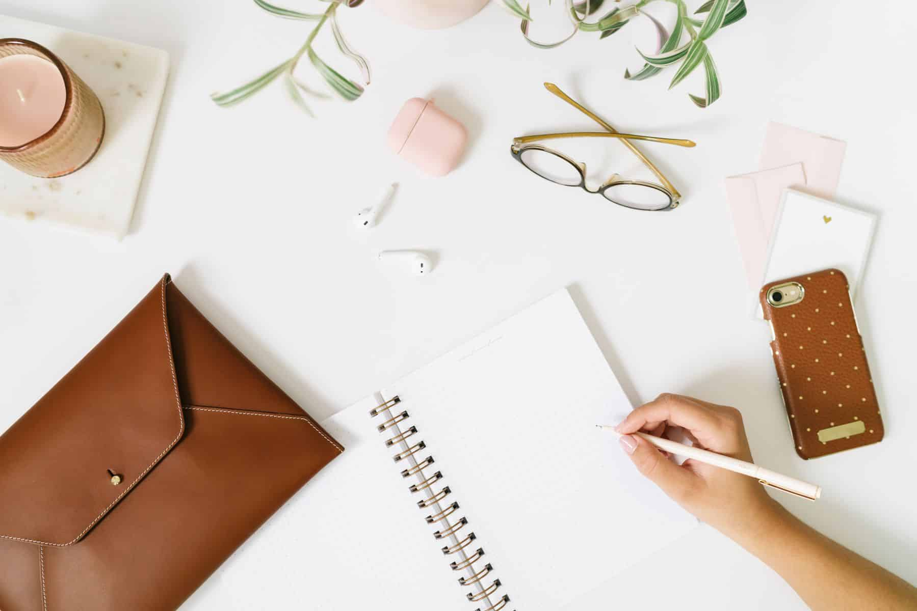 Journal and phone-- just a few things you need to take a free blogging course or an SEO course for bloggers